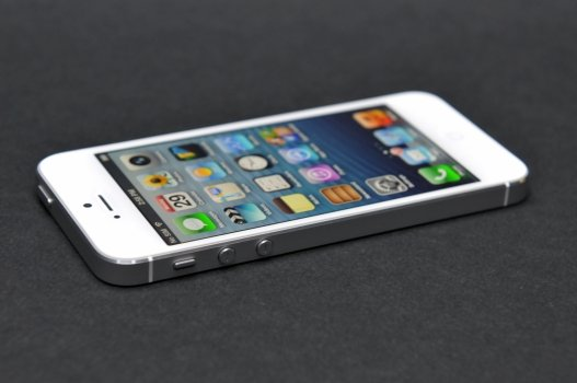 Apple iPhone 5 white.