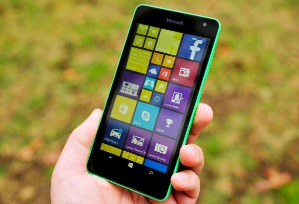 Microsoft представил смартфон Lumia скорпусом изполикарбоната