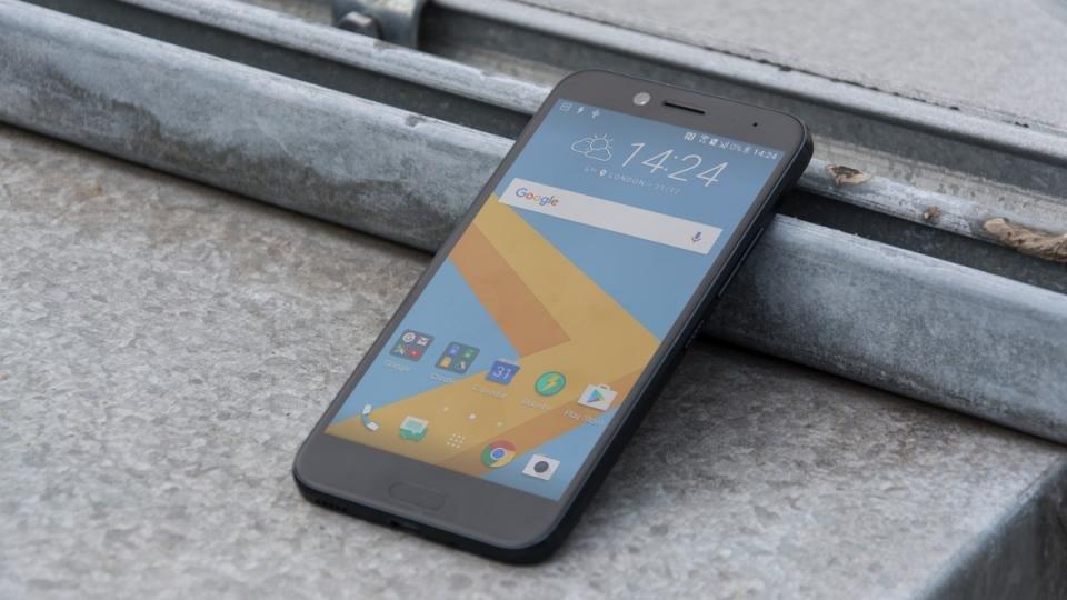 В Российской Федерации  начались продажи водонепроницаемого телефона  HTC