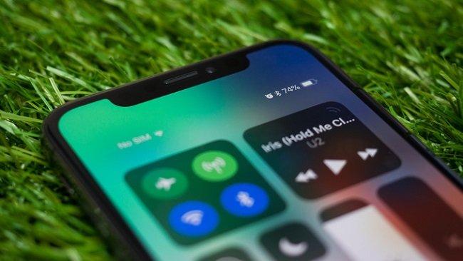 Apple собирается вдвое уменьшить производство iPhone X